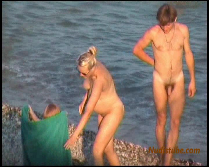 nude beach Pregnant mom at
